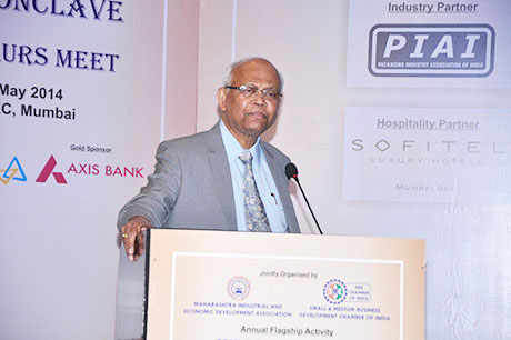 Mr. Montek Singh Ahluwalia – Deputy Chairman, Planning Commission of India delivering the keynote speech on India's Growth - Opportunities and Challenges. Others (L to R) Mr. Chandrakant Salunkhe – Founder & President, Small & Medium Business Development Chamber of India and Maharashtra Industrial and Economic Development Association (MIEDA), Dr. Raghunath Mashelkar – President, Global Research Alliance and Dr. Anil Kakodkar – Former Chairman, Atomic Energy Commission of India.