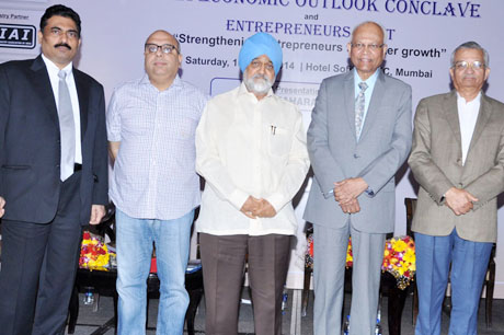 Dignitaries (L to R) Mr. Chandrakant Salunkhe – Founder & President, Small & Medium Business Development Chamber of India and Maharashtra Industrial and Economic Development Association (MIEDA), Mr. Annurag Batra and Mr. Montek Singh Ahluwalia – Deputy Chairman, Planning Commission of India, Dr. Raghunath Mashelkar – President, Global Research Allian