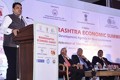 Shri Devendra Fadnavis – Hon'ble Chief Minister, Maharashtra delivering inaugural address. Others (L to R) on the dias Dr. Anil Kakodkar, Shri K. Venkataramanan – CEO & MD, Larsen & Toubro Ltd., and Shri Chandrakant Salunkhe – Founder and President, Maharashtra Industrial and Economic Development Association (MIEDA) and SME Chamber of India
