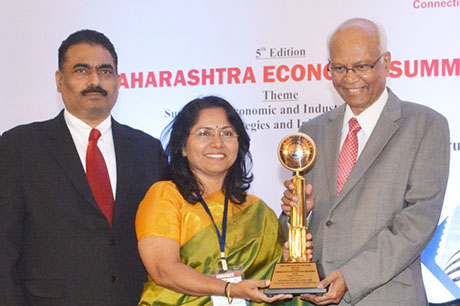 Dr. Raghunath Mashelkar, President of Global Research Alliance & Former Director General of Council of Scientific & Industrial Research (CSIR) presenting PRIDE OF MAHARASHTRA AWARD 2018 for BEST INSTITUTE OF THE YEAR (Education) to Symbiosis Institute of Operations Management, Nashik, Award received by Prof. Dr. Vandana Sonwaney Director, Symbiosis Institute of Operations Management. Shri. Chandrakant Salunkhe, Founder & President, Maharashtra Industrial & Economic Development Association and SME Chamber of India were present