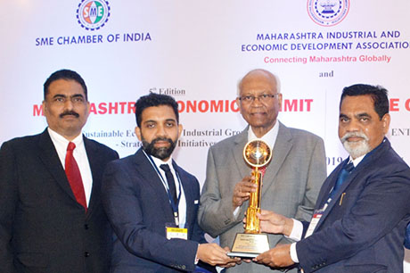 Dr. Raghunath Mashelkar, President of Global Research Alliance & Former Director General of Council of Scientific & Industrial Research (CSIR) presenting PRIDE OF MAHARASHTRA AWARD 2018 for BEST COMPANY OF THE YEAR to Eskay Group of Companies, Mumbai. Award received by Mr. Suresh K. Turakhia, CMD and Mr. Karan Turakhia, Director, Eskay Group of Companies. Shri. Chandrakant Salunkhe, Founder & President, Maharashtra Industrial & Economic Development Association and SME Chamber of India were present