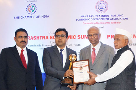 Dr. Raghunath Mashelkar, President of Global Research Alliance & Former Director General of Council of Scientific & Industrial Research (CSIR) presenting PRIDE OF MAHARASHTRA AWARD 2018 for ENTREPRENEUR OF THE YEAR (Manufacturing - Engineering) to Mr. Bharat Gite, Chairman & Managing Director, Taural India Pvt. Ltd., Pune. Shri. Chandrakant Salunkhe, Founder & President, Maharashtra Industrial & Economic Development Association and SME Chamber of India were present