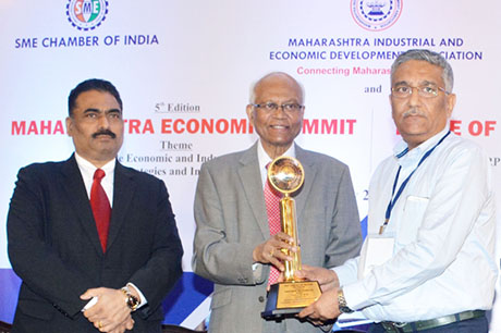 Dr. Raghunath Mashelkar, President of Global Research Alliance & Former Director General of Council of Scientific & Industrial Research (CSIR) presenting PRIDE OF MAHARASHTRA AWARD 2018 for BRAND AMBASSADOR OF MAHARASHTRA (Research & Innovation) to Dr. G. M. Warke, Founder & CMD, HiMedia Laboratories Pvt. Ltd. Shri. Chandrakant Salunkhe, Founder & President, Maharashtra Industrial & Economic Development Association and SME Chamber of India were present