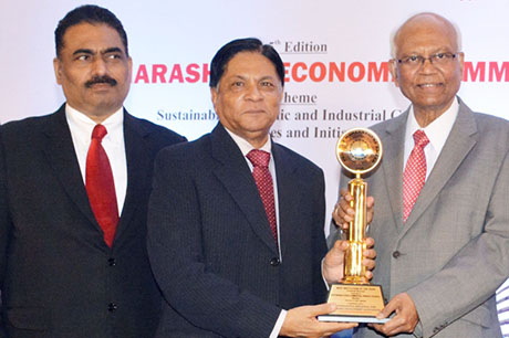 Dr. Raghunath Mashelkar, President of Global Research Alliance & Former Director General of Council of Scientific & Industrial Research (CSIR) presenting PRIDE OF MAHARASHTRA AWARD 2018 for for BEST INSTITUTION OF THE YEAR (Financial Services) to Sustainable Agro-Commercial Finance Ltd. (SAFL), Mumbai. Award received by Mr. Arvind Sonmale, MD & CEO, Sustainable Agro-Commercial Finance Ltd. (SAFL). Shri. Chandrakant Salunkhe, Founder & President, Maharashtra Industrial & Economic Development Association and SME Chamber of India were present