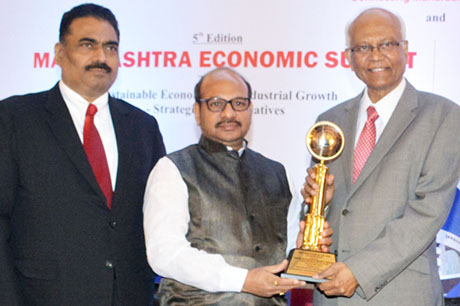 Dr. Raghunath Mashelkar, President of Global Research Alliance & Former Director General of Council of Scientific & Industrial Research (CSIR) presenting PRIDE OF MAHARASHTRA AWARD 2018 for for BEST INSTITUTION OF THE YEAR (Co-operative Sector) to Padma Bhushan Krantiveer Dr. Nagnathanna Nayakawadi Hutatma Kisan Ahir S.S.K. Ltd., Sangli. Award received by Mr. Vaibhav Nagnath Nayakawadi, Chairman, Padma Bhushan Krantiveer Dr. Nagnathanna Nayakawadi Hutatma Kisan Ahir S.S.K. Ltd. Shri. Chandrakant Salunkhe, Founder & President, Maharashtra Industrial & Economic Development Association and SME Chamber of India were present