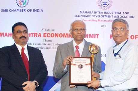 Dr. Raghunath Mashelkar, President of Global Research Alliance & Former Director General of Council of Scientific & Industrial Research (CSIR) presenting PRIDE OF MAHARASHTRA AWARD 2018 for ENTREPRENEUR OF THE YEAR (Manufacturing - Textiles) to Mr. Mohit Jain, Managing Director, Indo Count Industries Ltd., Kolhapur. Award received by Mr. Arun Nijhawan, President - Operations, Indo Count Industries Ltd. Shri. Chandrakant Salunkhe, Founder & President, Maharashtra Industrial & Economic Development Association and SME Chamber of India were present