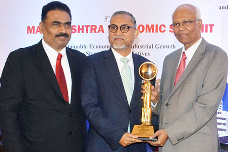 Dr. Raghunath Mashelkar, President of Global Research Alliance & Former Director General of Council of Scientific & Industrial Research (CSIR) presenting PRIDE OF MAHARASHTRA AWARD 2018 for BEST CEO OF THE YEAR (Manufacturing - Pharmaceuticals) to Mr. Prashant Nagre, CEO, Fermenta Biotech Ltd. Shri. Chandrakant Salunkhe, Founder & President, Maharashtra Industrial & Economic Development Association and SME Chamber of India were present